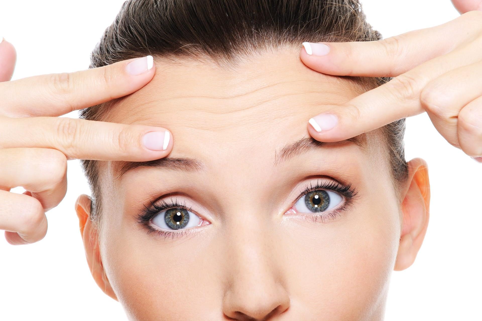 Zmarszczki pod oczami - jak się ich skutecznie pozbyć?
